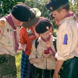 Scouts krijgen Gps instructie